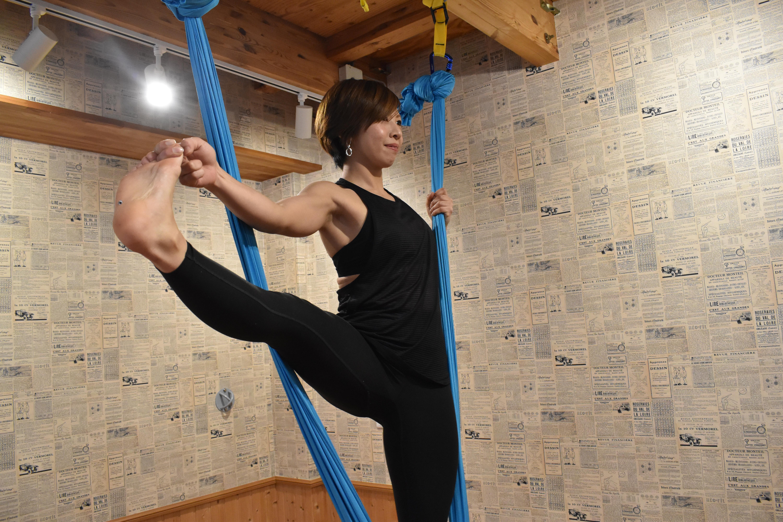 ハンモックでヨガ、体幹トレーニング